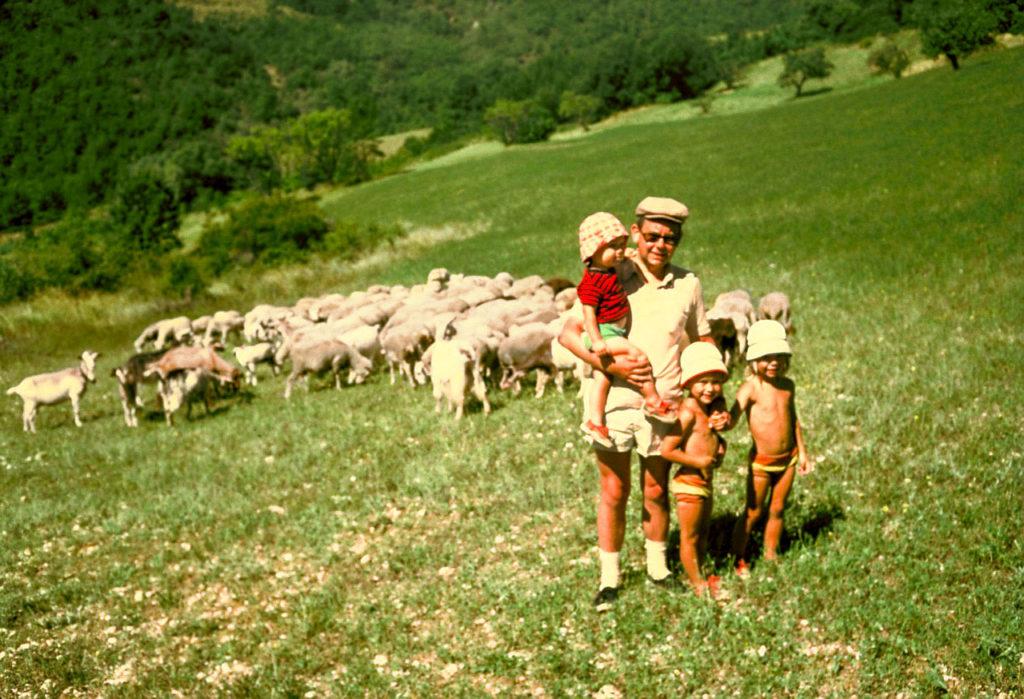 Deze afbeelding heeft een leeg alt-attribuut; de bestandsnaam is Godfried-deux-enfants-moutons-1024x699.jpeg